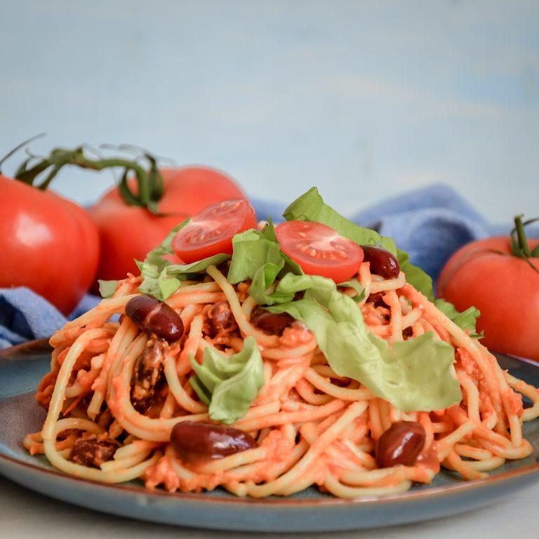 Špageti s domácou paradajkovou omáčkou a fazuľkami