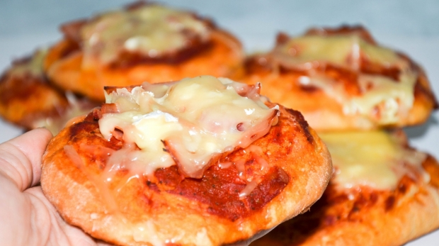 Chrumkavé pizzové žemličky